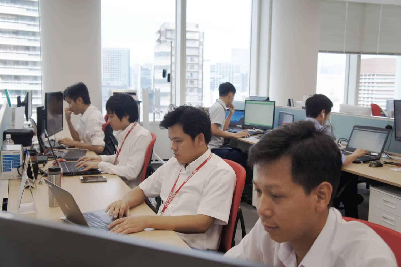 日本支社に在籍する50名のプロジェクトリーダー/システムブリッジエンジニアがオフショア開発先のベトナムに在籍する200名のエンジニアを取りまとめている