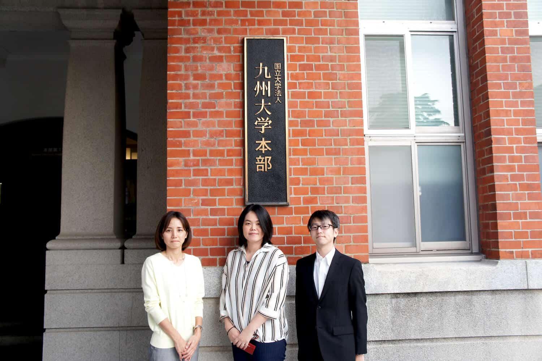 左から:九州大学 情報統括本部 情報システム部 情報企画課 事務ICT支援グループ 主任 仲田 奈理子さん、主任 高木早智子さん、横山大輔さん
